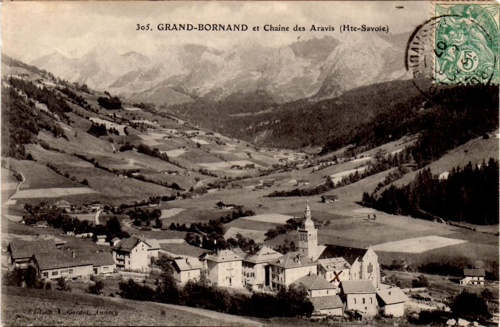 Village du Grand-Bornand pris depuis Villeneuve